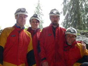 Christian, Martina, Manuel und Nina vor der Schneckenlochhöle